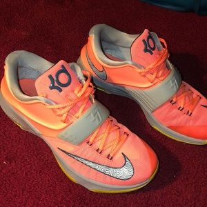 Men's Kd 7s size 11 almost brand new !!